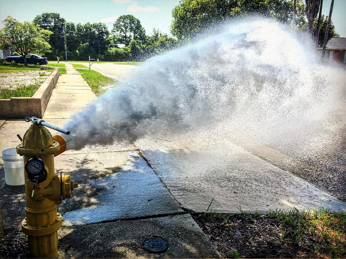 A water hydrant venting during Uni-directional Flushing.